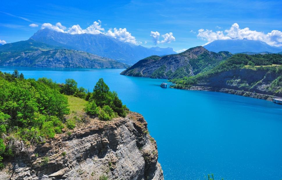 Camping au lac de Serre-Ponçon : comment le réussir ?